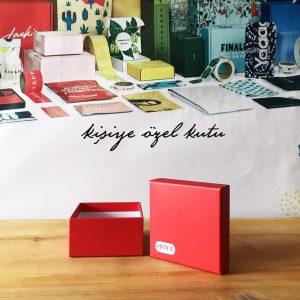 kırmızı kutu kapak hediye kutusu