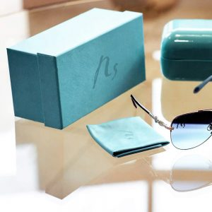 kapaklı gözlük kutusu