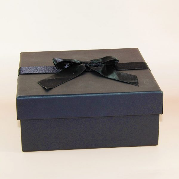 kare siyah hediye kutusu