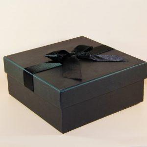 siyah hediye kutusu kare