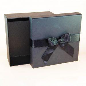siyah kare hediye kutusu